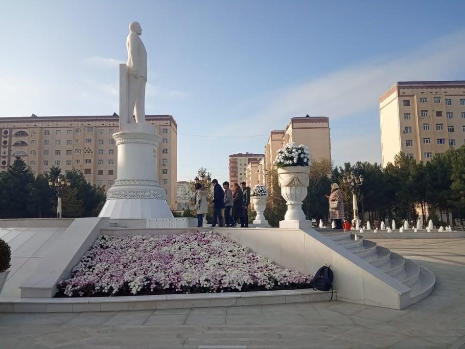 QHT üzvləri Ulu Öndərin abidəsini ziyarət ediblər
